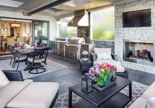 Outdoor dining/ living space